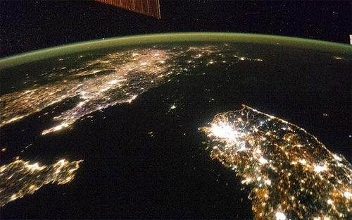 Nhìn từ vệ tinh, Triều Tiên tối đen như mực