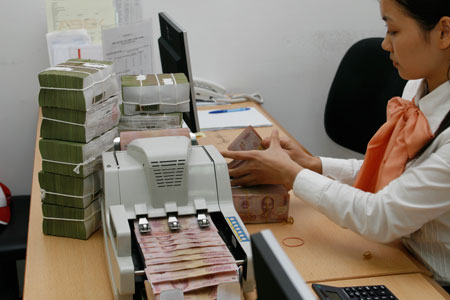Bí đầu ra, ngân hàng liên tiếp giảm lãi suất huy động