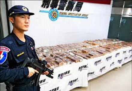 Khởi tố vụ vận chuyển 600 bánh heroin qua đường hàng không