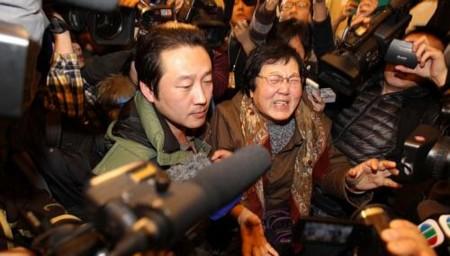 Người nhà các hành khách mất tích đều sốt ruột và giận dữ