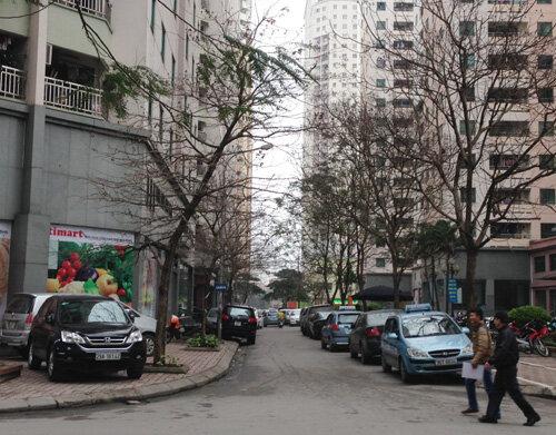 Dân Trung Hòa-Nhân Chính: Trèo rào, lách ôtô mà đi