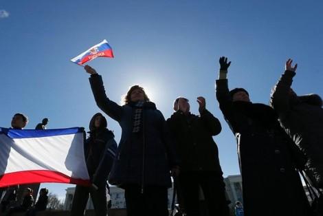 Nga phát tín hiệu nhanh chóng kết nạp Crimea, EU thông qua lệnh trừng phạt