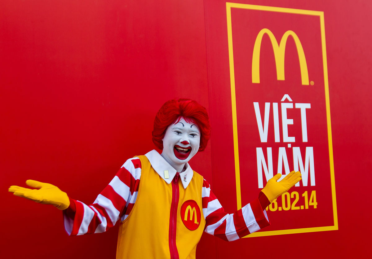 McDonald's phục vụ hơn 400.000 lượt khách trong tháng đầu tiên