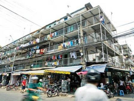 TPHCM: Di dời 299 hộ dân ở chung cư xuống cấp, sắp sập