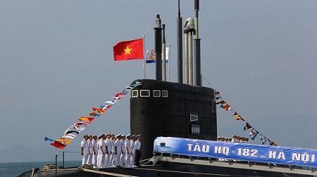 Tàu ngầm Kilo thứ 2 của Việt Nam về đến vịnh Cam Ranh