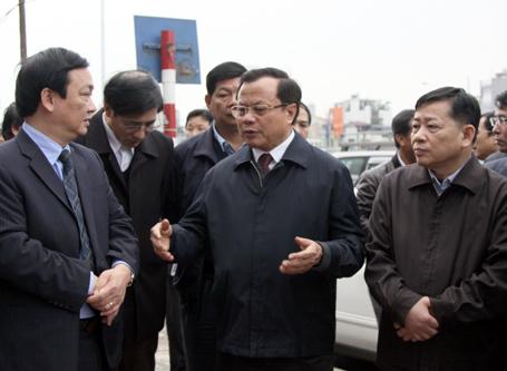 """Bí thư Hà Nội thị sát nhà siêu méo trên đường """"đắt nhất hành tinh"""""""