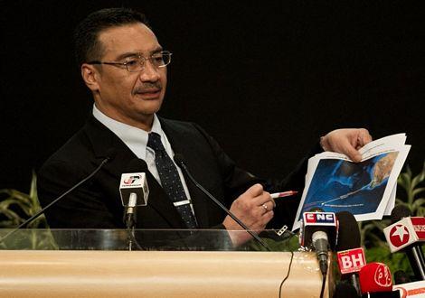 Phát hiện thêm 122 mảnh vỡ nghi của máy bay Malaysia