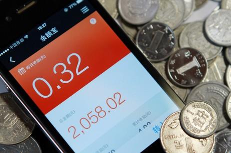 Trung Quốc: Dân đổ xô gửi tiền