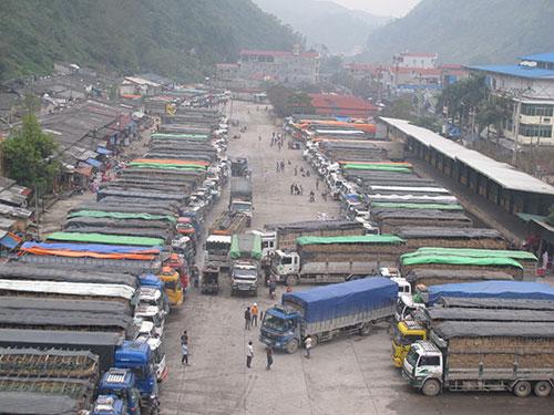 Nông sản tắc nghẽn ở cửa khẩu