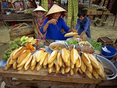 Ẩm thực đường phố Việt Nam trên báo chí thế giới