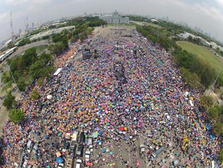 Hàng chục nghìn người biểu tình chống chính phủ Thái Lan lại xuống đường