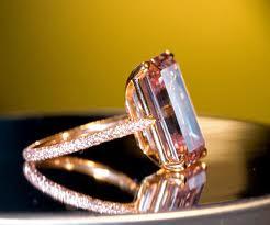 Một viên kim cương hồng cỡ lớn. (Ảnh minh họa)