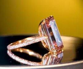 Viên kim cương hồng trị giá 50 triệu USD