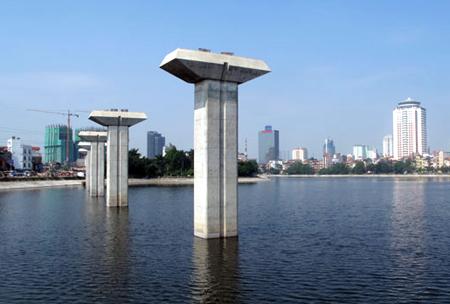 Hà Nội bắt đầu lắp dầm cầu đường sắt trên cao Cát Linh - Hà Đông