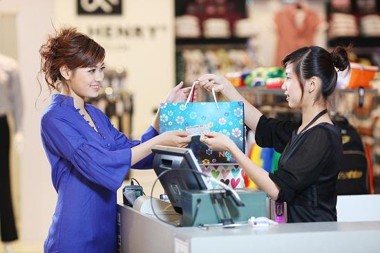 Nhiều ưu đãi khi mua sắm bằng thẻ thanh toán quốc tế