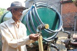 """ĐBSCL: """"Hốt bạc"""" nhờ bán nước ngọt ở vùng khô hạn"""