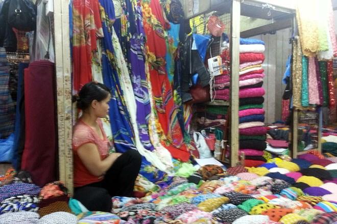 """Vì sao Cty CP Đồng Xuân """"ép"""" tiểu thương mở cửa kinh doanh?"""