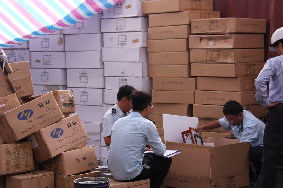 Đã khám xét xong 14 container hàng Trung Quốc