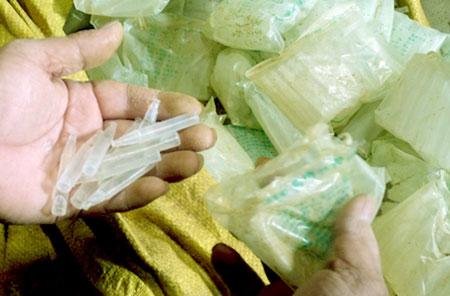 """Bắt giữ tiếp 230.000 ống """"kích phọt"""" rau quả có nguồn gốc từ Trung Quốc"""