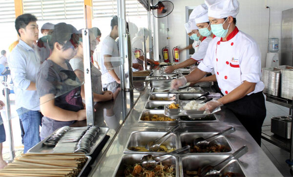 Cứu khổ cho nhân viên, công sở đua lập bếp ăn