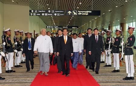 Quang cảnh Lễ đón Thủ tướng Nguyễn Tấn Dũng tại sân bay Nay Pyi Taw. Ảnh: Đức Tám