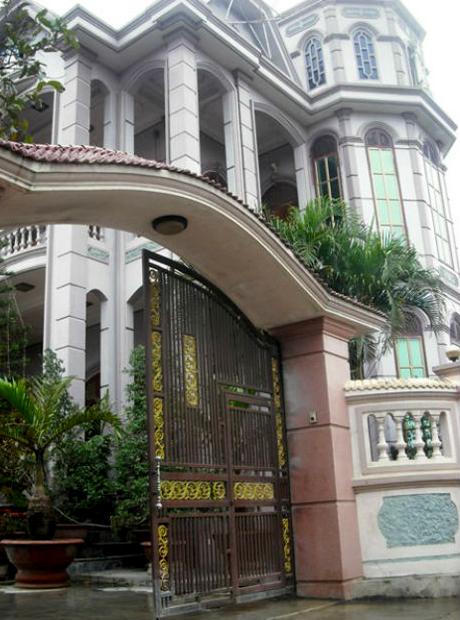 Những ngôi biệt thự nhan nhản ở làng nghèo Đô Thành từ sau khi những người dân đi tây làm ăn.