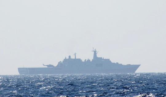 Trung Quốc điều thêm 2 tàu quân sự ra khu vực giàn khoan