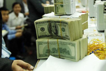 Vay tiền nước ngoài giải cứu nợ xấu ngân hàng?