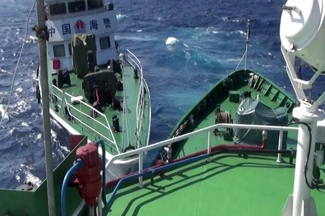 """Tường thuật """"nóng"""" từ Hoàng Sa sáng 18/5: Thêm 2 tàu của Việt Nam bị tấn công trực diện"""