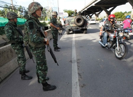 """Kinh tế Thái Lan """"bên miệng vực"""" suy thoái do bất ổn chính trị"""