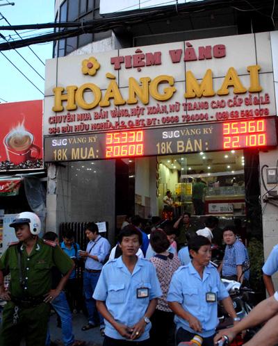 Chủ tiệm vàng Hoàng Mai đòi lại 100 USD bị công an thu giữ