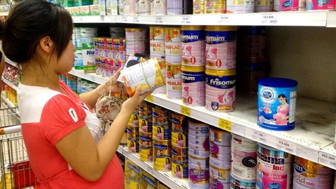 Quản trần giá sữa: Doanh nghiệp kêu, người tiêu dùng mừng