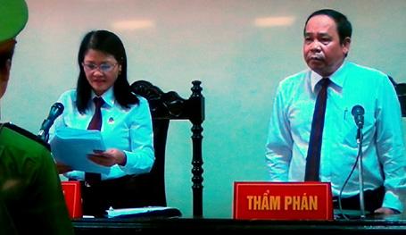 Chủ tọa phiên tòa đọc bản án phúc thẩm