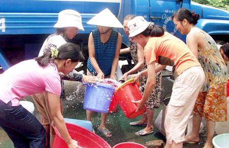"""Chủ tịch Hà Nội: Đừng để dân """"sợ"""" cả chung cư cao cấp vì thiếu nước"""