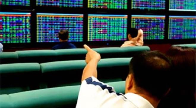 Cổ phiếu giảm giá áp đảo thị trường, VN-Index vẫn tăng điểm
