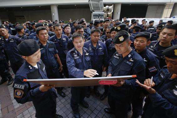 Thái Lan điều quân đội, cảnh sát chống biểu tình