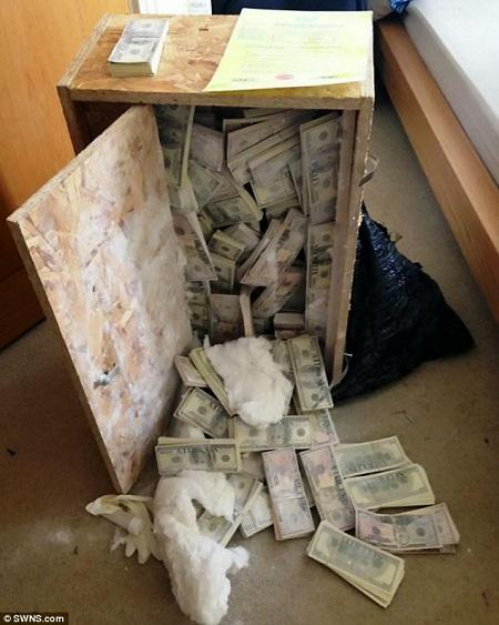 Đang quay phim bất ngờ tìm thấy hơn 180 tỉ đồng trong hòm gỗ cũ
