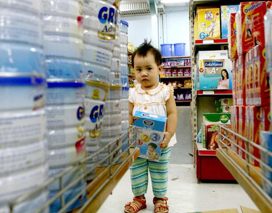 Thị trường sữa: Áp giá trần triệt tiêu cạnh tranh