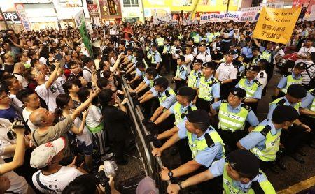 """Hồng Kông: """"Biển"""" người phản đối Trung Quốc chiếm phố trung tâm"""