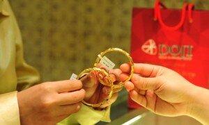 Vàng SJC giảm giá, vẫn đắt hơn thế giới gần 3 triệu đồng/lượng