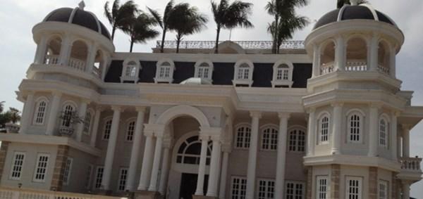 """""""Đại án"""" tại Công ty Phương Nam và các ngân hàng có liên quan chưa kết thúc nhưng lâu đài của ông Khuân đã được dịch chuyển chủ sở hữu và đang là nhà hàng khách sạn."""