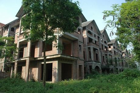 Khu biệt thự tiền tỉ bị lãng quên cả thập kỷ ở Hà Nội