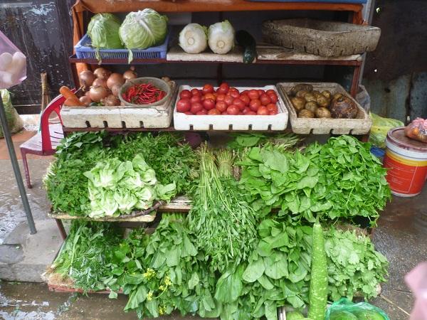 """Hà Nội dự trữ đủ rau, thịt… chống bão """"Thần sấm"""""""