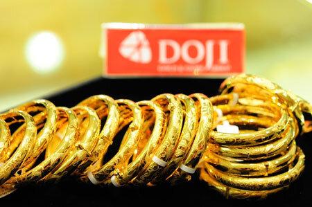 Vàng SJC lại cao hơn giá thế giới gần 3,5 triệu đồng/lượng