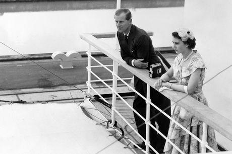 Nữ hoàng Elizabeth II và chồng thăm kênh đào Panama năm 1953.