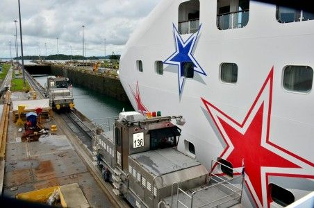 Hơn 1 triệu con tàu đã đi qua kênh đào này trong lịch sử tròn 100 năm hoạt động của nó.