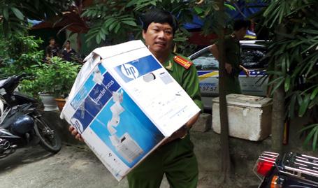 Công an Hà Nội đến tận nhà làm chứng minh thư cho người dân