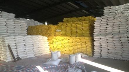 Kho gạo bà Nguyễn Thị Nguyệt (Lào Cai) còn tồn khoảng 2.300 tấn chưa xuất được sang Trung Quốc. Ảnh: Phạm Anh