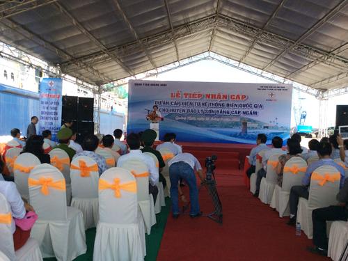 Tiếp nhận cáp ngầm cấp điện cho huyện đảo Lý Sơn