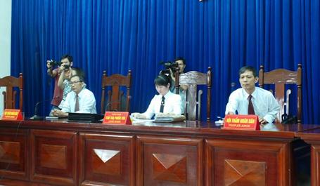 Hội đồng xét xử trong phiên tòa xử Dương Tự Trọng ngày 28/8.